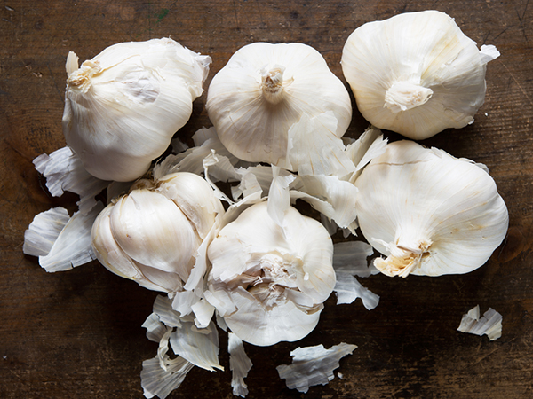 Kitchen Tips To Peel Garlic In 5 Minutes 1