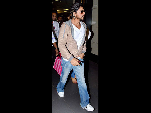 Get Shahrukh Khan's Airport Look 3