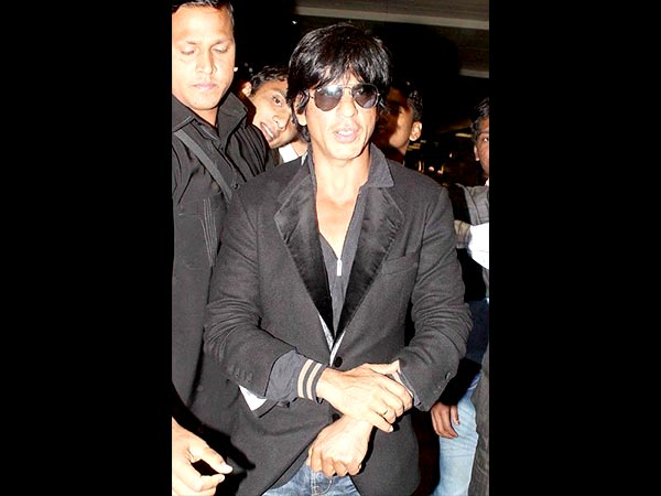 Get Shahrukh Khan's Airport Look 1