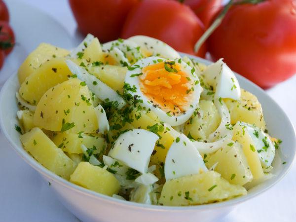 Салат из картофеля и яиц огурца помидор