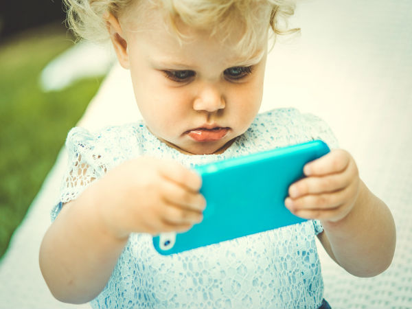 toddlers-and-smartphones