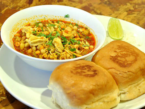 How to make Mumbai Misal Pav Recipe
