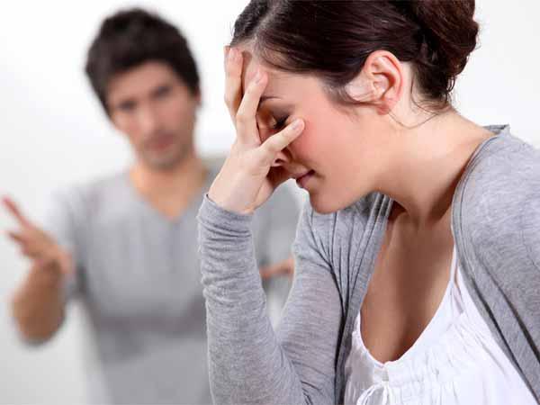 ये संकेत बताएंगे कि अब वह आपसे ब्रेकअप करने वाला है | 7 Signs He Is  Planning To Break Up With You - Hindi Boldsky