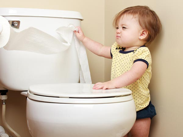 छोटे बच्चे को जरुर सिखाएं सफाई से संबन्धित ये 5 बातें