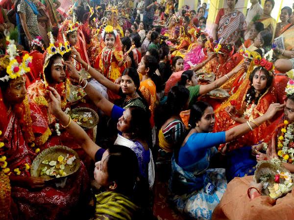 जानिये नवरात्रि में क्यूं की जाती है कन्याओं की पूजा