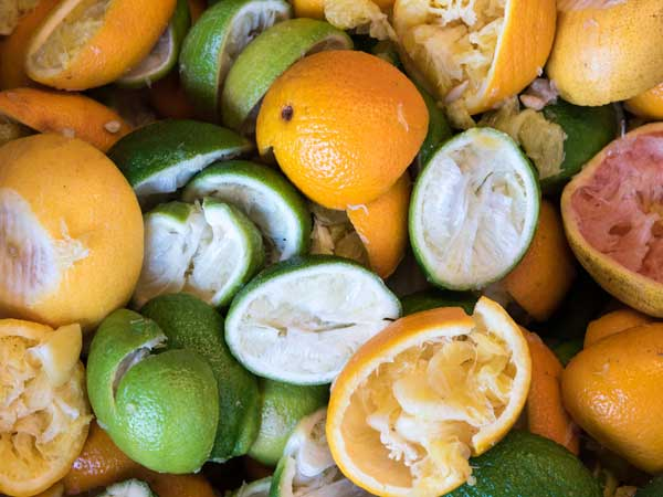ना फेंके इन फलों के छिलकों को क्योंकि इनमें छुपा है स्वास्थ्य