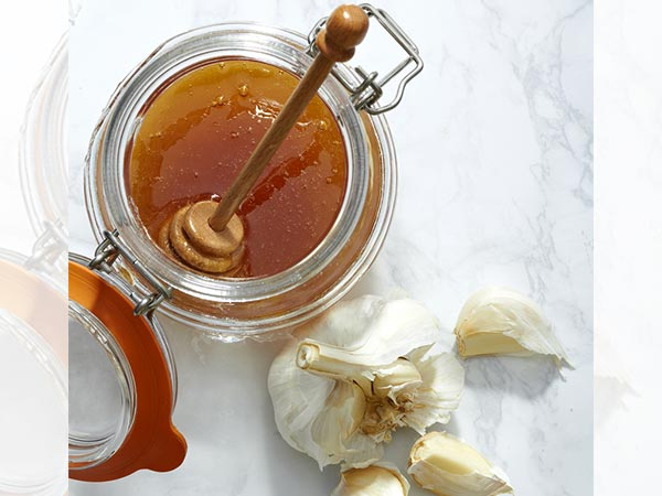 What Happens When You Eat Garlic And Honey For 7 Days?