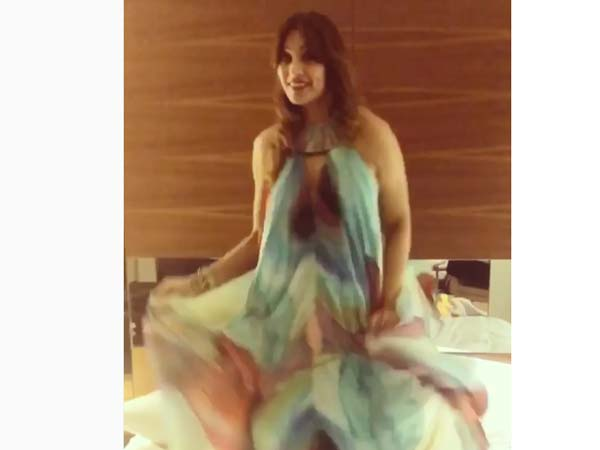 Bipasha Basu Picked A Turquoise And Gold Outfit For Her Australian Trip1