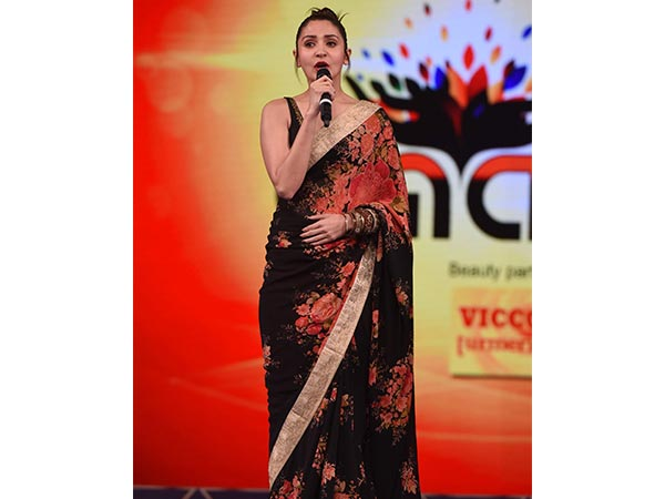 Anushka Sharma Slaying In Beautiful Sabyasachi Saree  4