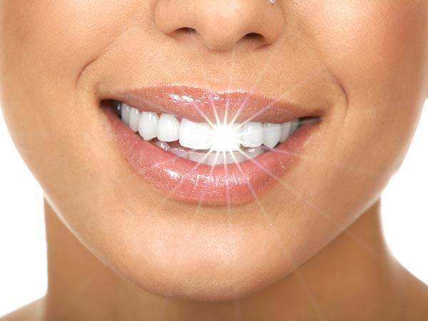 चमकदार दांतों के लिए ऐसे बनाएं घरेलू टूथपेस्ट और बचें बीमारियों से