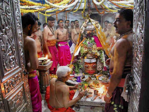 जानिए भगवान शिव के बारह ज्योतिर्लिंगों के बारे में