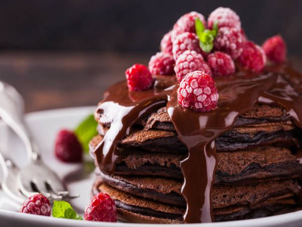 Valentine's Day Special: Healthy recipe: Chocolate pancake with strawberry