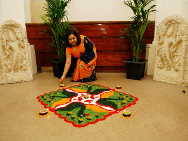 जानिये, हिन्दू रंगोली क्यों बनाते हैं और क्या है इससे जुड़ी मान्यताएं
