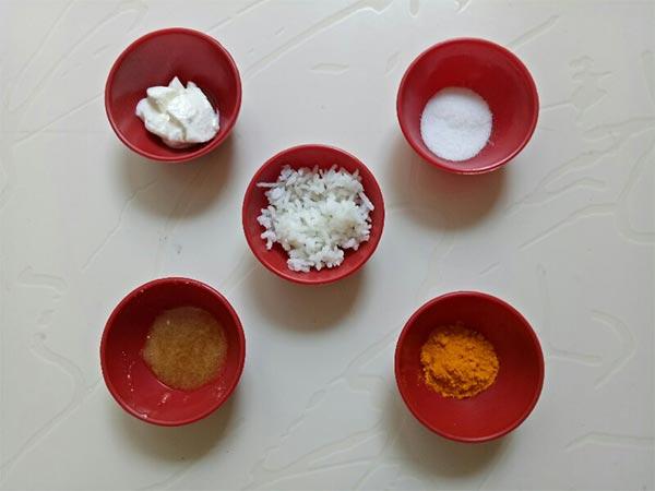 पके चावल और हल्दी के मास्क से दूर करें चेहरे की टैनिंग