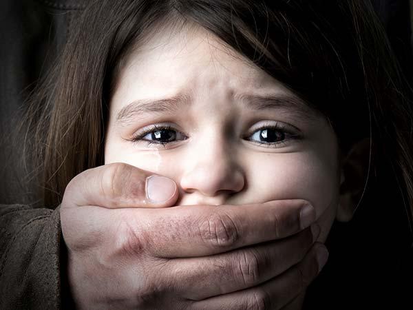 इन बातों से बचाएं बच्चों को यौन शोषण का शिकार होने से