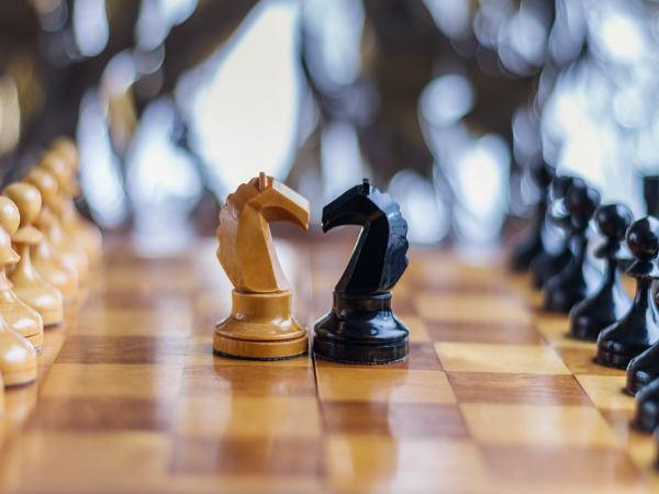 चाणक्य नीति: अपने दुश्मनों को पछाड़ने के लिये मालूम होनी चाहिये उनकी ये बातें