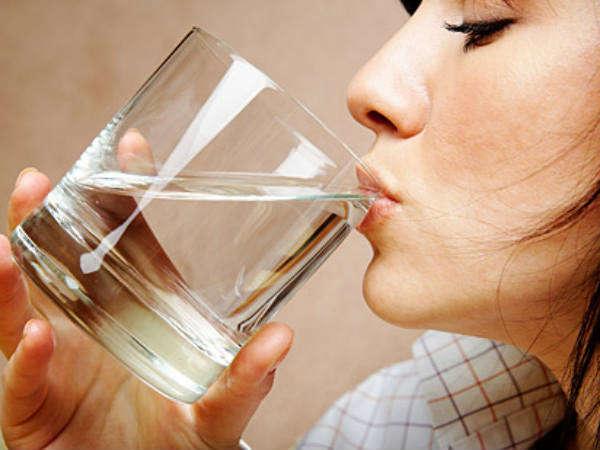सुबह उठते ही 60 सेकेंड के अंदर पिएं पानी, होंगे फायदे ही फायदे