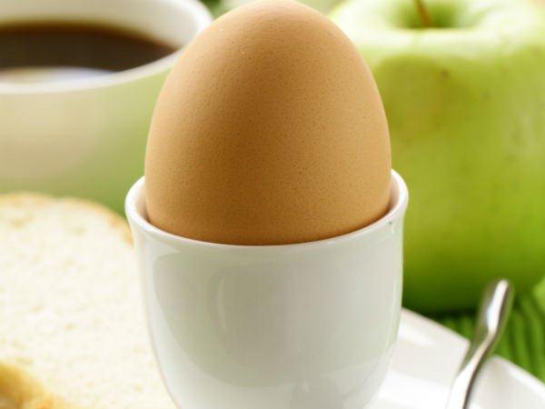 6. उबले अंडे और आटा ब्रेड