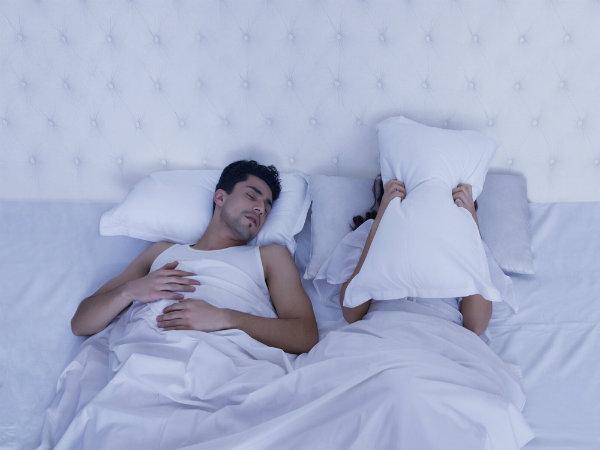 बिना खर्राटों की नींद चाहते हैं तो आज ही आजमायें ये टिप्स