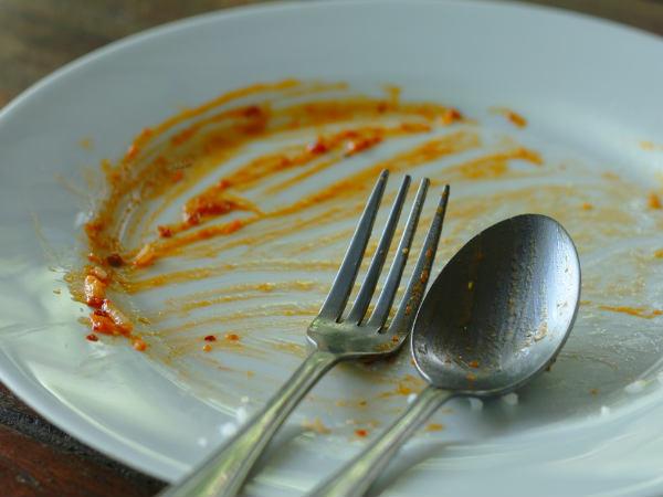 जानिये खाना खाने के तुरंत बाद क्यों नहीं करने चाहिए ये 5 काम