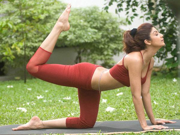 शिल्पा शेट्टी जैसा हॉट एंड सेक्सी स्लिम फिगर पाने के लिए करें ये 4 योगासन