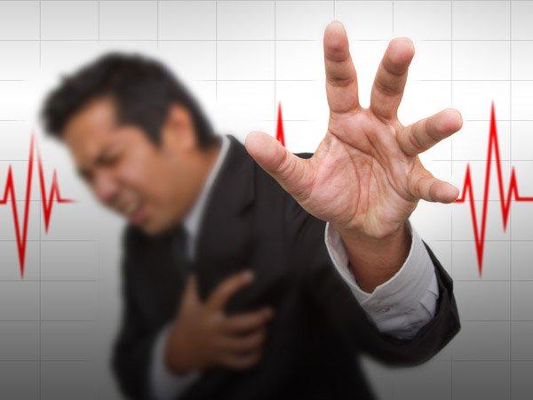 इन 12 लक्षणों से पहचानें कि आपका हार्ट नहीं कर रहा है ठीक से काम