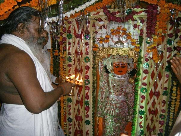 ये है डॉक्टर हनुमान का मंदिर सिर्फ भभूति से ही हो जाता है कैंसर का ईलाज