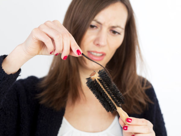 महिलायें इन लक्षणों से पहचानें कि उनके शरीर में हो गयी है विटामिन डी की कमी