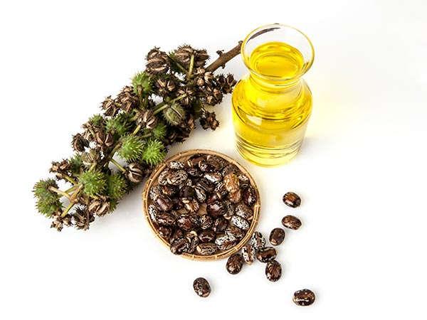अरंडी तेल से करें आँखों के नीचे के काले घेरे का उपचार