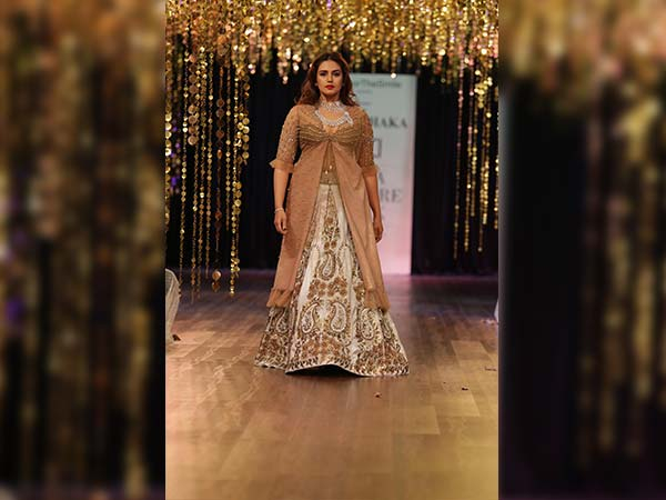 Huma Qureshi Leaves Us Spellbound At ICW 2017