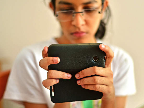 Feeling bad without your phone could up anxiety: Study