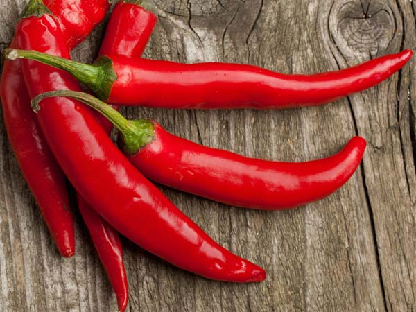 Does Your Love For Spicy Food & Mirchies Put You At Risk Of Stomach Ulcers?