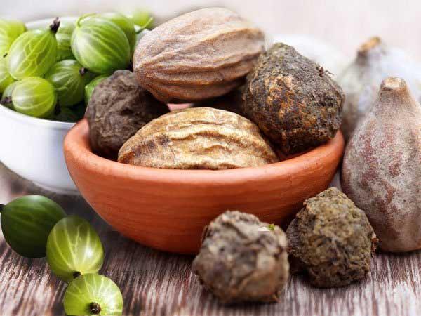 मानसून में पाचन तंत्र को बेहतर रखने और रोगों से बचने के लिए खाएं त्रिफला