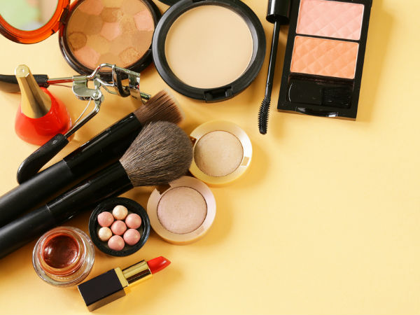 makeup products that you should avoid during Monsoon