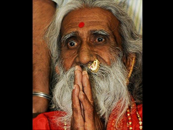 खुद को 'माताजी' कहने वाले इस 82 वर्ष के बुजुर्ग ने 77 सालों से नहीं खाया है अन्न का दाना