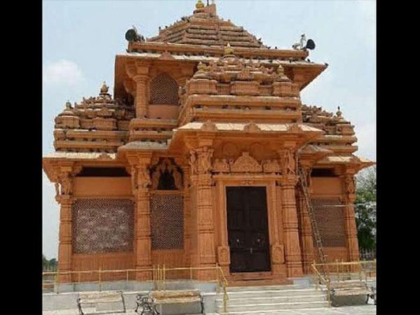 भारत के इस अनोखे मंदिर में होती है मुस्लिम महिला की पूजा...