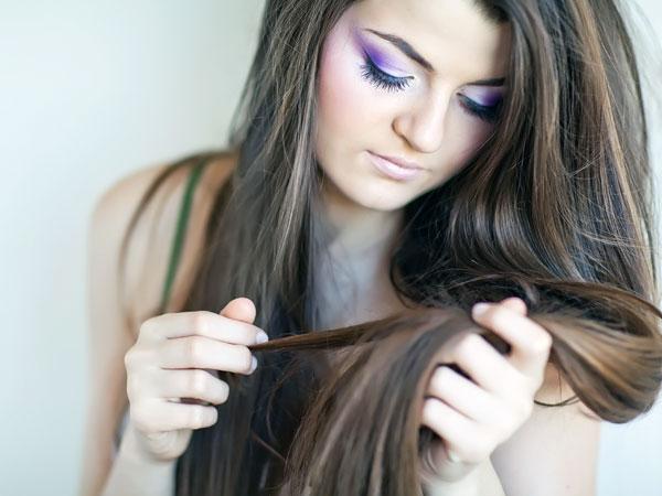 4) बालों को सफेद होने से रोकता है