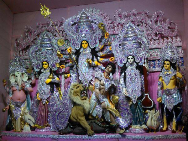 क्यों, तवायफ के घर की मिट्टी के बिना नहीं बनती है दुर्गा की मूर्ति..?