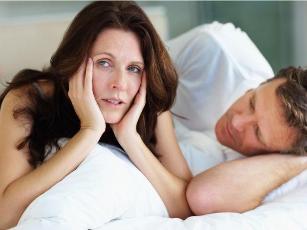 मेनोपॉज के कारण इस तरह प्रभावित होती है महिलाओं की सेक्स लाइफ