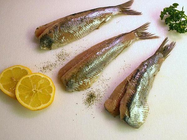 दिमाग को तेज करना है तो डाइट में बढ़ा दें मछली का सेवन
