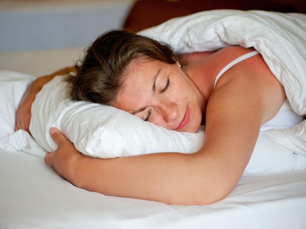 अगर आप पेट के बल सोते हैं तो आपको हो सकते हैं ये 3 नुकसान