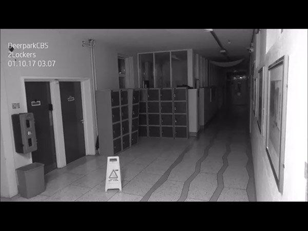 कैमरे में कैद हुआ 'भूत', इस वीडियो में स्कूल में घूमता हुआ आया नजर