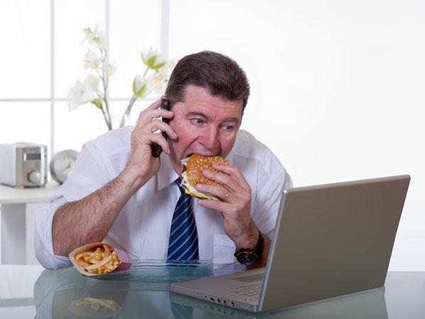 जल्दी जल्दी खाना खाने से हो सकती हैं ये गंभीर समस्याएं