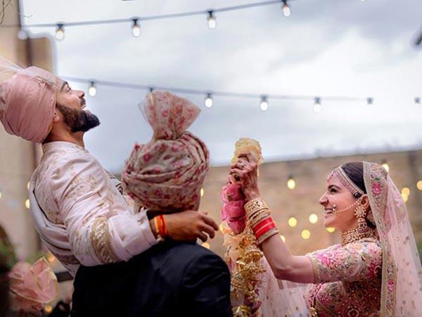अपनी शादी में क्या खूब दिखे विराट और अनुष्का, हाए किसी की नज़र ना लगे