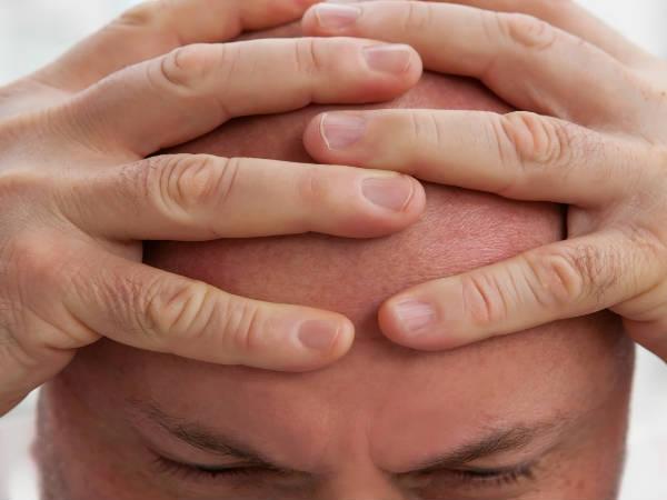 घर बैठे गंजी खोपड़ी पर बाल उगाने के लिये करें ये आयुर्वेद उपचार
