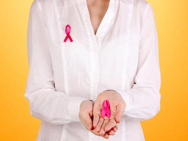 कैंसर होने से पहले शरीर देता है ये संकेत, बिल्कुल भी न करें इग्नोर