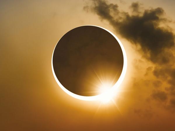 आज है साल का पहला आंशिक सूर्य ग्रहण, इन दो राशियों पर होगा ग्रहण का असर..