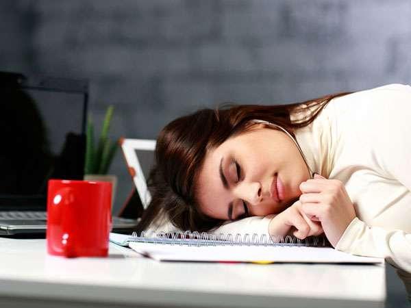 अगर लगती है हर वक्त थकान तो आजमाएं ये 13 घरेलू उपचार