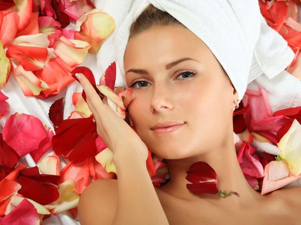 Rose Day पर लगाए ये Rose Mask, Valentine Day तक पाएं सुर्ख गुलाबी त्वचा..