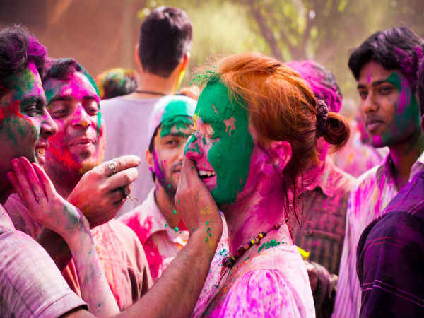 Holi 2018: how to make holi colours at home in hindi